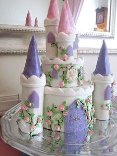 Princess castle cake-- fondant over chocolate ganache cake, with rice krispie treat towers! Castle Birthday Cakes, Birthday Cake Girls, Daughter Birthday, Princess Birthday, Princess Party, Princess Castle, Castle Cakes, 5th Birthday, Como Hacer Royal Icing