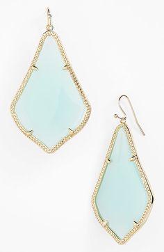 pretty drop earrings http://rstyle.me/n/gan5ar9te