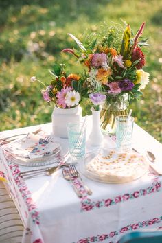 vintage-inspired summer meal for two | via: wedding chicks
