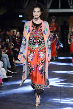 Manish Arora Spring 2016 Ready-to-Wear Collection Photos - Vogue