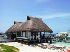 Isla Mujeres Bally Hoo restaurant