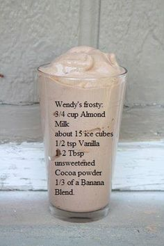 Skinny shake that tastes like Wendy's Frosty! cup almond milk, about 15 ice cubes, tsp vanilla, Tbsp unsweetened cocoa powder, of a banana. This sounds delicious! Skinny shake or not. Smoothie Drinks, Healthy Smoothies, Healthy Drinks, Healthy Protein, Smoothie Diet, Eating Healthy, Almond Milk Smoothie Recipes, Mocha Smoothie, Vanilla Smoothie