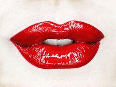 Lisa-Marie Charron Makeup artist instagram: lisa-marie.charron #redlips #lips #glossy