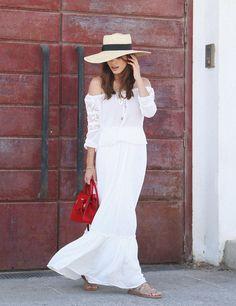 Seams for a desire, Falda blanca larga ibicenca