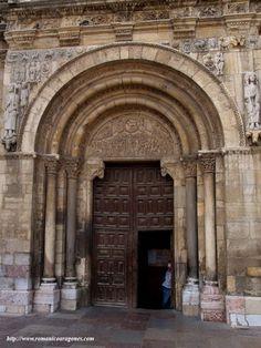 San Isidoro de León. Puerta del Cordero.