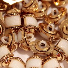 """Amazon.com: Fancy & Decorative {18mm w/ 1 Back Hole} 12 Pack of Medium Size """"Popper Type Shank"""" Sewing & Craft Buttons Made of Plated Plastic w/ Nautical Coiled Rope Detailed Metallic Design {Gold & White}"""
