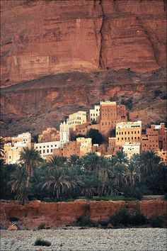 Hadramaut, Yemen / Ethnic Global African Home Decor and Style… Places Around The World, Oh The Places You'll Go, Cool Places To Visit, Places To Travel, Around The Worlds, Travel Destinations, Middle East Destinations, Afrique Art, Décor Antique
