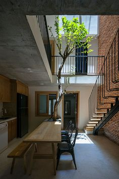 IZ architects completes vietnamese house with front courtyard enclosed by steel grid Idee di Tendenza Belle Dell'illustrazione Surreale 🍙 Modern Tropical House, Tropical House Design, Tropical Houses, Front Courtyard, Courtyard Design, Courtyard House, Home With Courtyard, Narrow House Designs, Small House Design