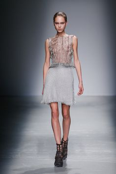Iris van Herpen's Science Fashion Iris Van Herpen, Catwalk Fashion, Fashion Show, Fashion Design, Knit Fashion, Womens Fashion, Laser Cut Leather, Wearable Technology, Classy Women