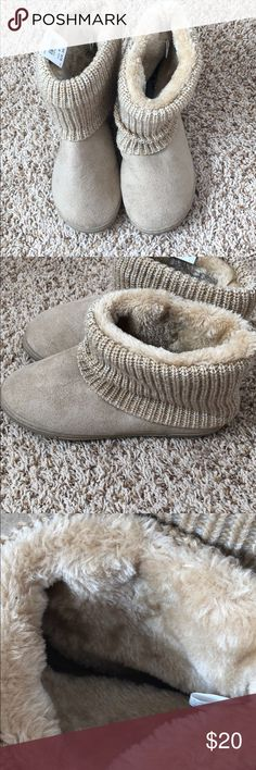 NWT airwalk tan / beige fuzzy slipper boots NWT airwalk tan / beige fuzzy slipper boots. Size large meant to fit a US women 9 or 10 foot. Very comfortable and light weight. Slight slouch / wrinkle material in the foam from sitting in storage. Same or next day shipping from a pet / smoke free home. Airwalk Shoes Slippers