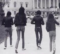 Listen to music from Ramones like Blitzkrieg Bop - 2016 Remaster, I Wanna Be Sedated & more. Find the latest tracks, albums, and images from Ramones. Joey Ramone, Ramones, Punk Rock, Rock N, Live Rock, Music Film, Music Icon, Beatles, Historia Do Rock