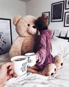 Woman with big Teddy bear and Coffee in Bed. Woman with big Teddy bear and Coffee Teddy Girl, Giant Teddy Bear, Cute Teddy Bears, Disney Instagram, Instagram Girls, Bff, Teddy Bear Pictures, Bear Girl, Tumblr Photography