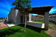 Villa Granito in Calasinzias!  More info: http://www.en.luxuryholidaysinsardinia.com/case-vacanza-in-sardegna/migliori-case-vacanze.html #sardinia #italy #sardegna #villa #villas #luxuryvilla #nofilter #clearcolors #green #grass #garden #travel #holidays #exclusiveservices #exclusivevilla