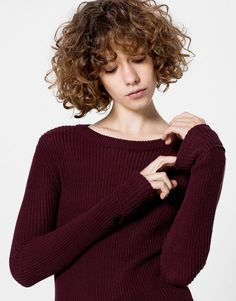 Autumn Winter 17 knitwear collection for women at PULL&BEAR. Pull & Bear, Wavy Bobs, Hair Flip, Pullover, Hair Designs, Hair Inspo, Headpiece, Curly Bob, Curly Hair Styles