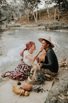 This Couple's Engagement Shoot Depicts the Simple Filipino Life and We Love It! Filipino Art, Filipino Culture, Winter Engagement Photos, Engagement Shoots, Filipiniana Wedding Theme, Prenup Photos Ideas, Outdoor Maternity Photos, Filipino Wedding, Filipino Fashion