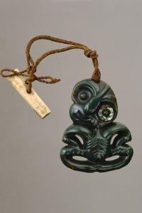 Hei Tiki (pendant) Nephrite (pounamu) H: cm New Zealand: Maori Tiki Art, Tiki Tiki, Jewelry Art, Bone Jewelry, Ethnic Jewelry, Polynesian Art, Nz Art, Maori Art, Kiwiana
