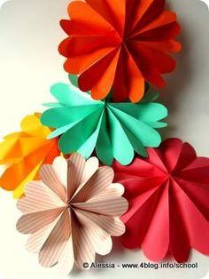Fiorelloni colorati per le ghirlande di Pasqua