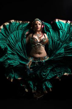 Divine Chaos Tribal® Fusion,is an award winning bellydance company that is highly sought after nationally and internationally for instruction and performances. Tribal Fusion, Tribal Costume, Tribal Belly Dance, Gypsy Skirt, Belly Dance Costumes, Dance Fashion, Dance Pictures, Belly Dancers, Dance Photography