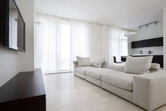 Дизайн кухни-гостиной с панорамными окнами