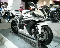 Honda CBR 600 RR oh baby baby!! just a few more months :))))
