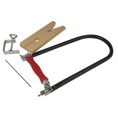 Figuurzagen set bestaande uit: 1x figuurzaag, 1x zaagplankje, 1x inspanklem en 5 zaagbladen. De figuurzaag is een veelgebruikte gereedschap en kan o.a. worden gebruikt om hout en piepschuim te zagen. Max. zaagdiepte: 30 cm. Tools, Diy, Instruments, Bricolage, Do It Yourself, Homemade, Diys, Crafting