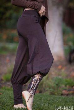Tribal Yoga Harem Pant with lace up applique - Yoga Wear - Harem Pants Tribal Yoga Sarouel pantalon avec lacets applique par ElvenForest Yoga Harem Pants, Harem Pants Outfit, Yoga Dress, Harem Pants Style, Skirt Pants, Harem Pants Pattern, Black Harem Pants, Dance Pants, Brown Pants