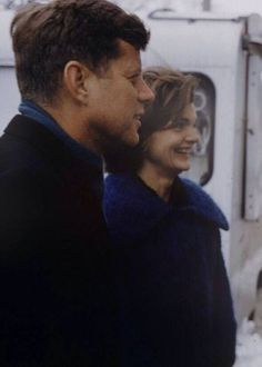 Jack and Jackie campaigning 1960
