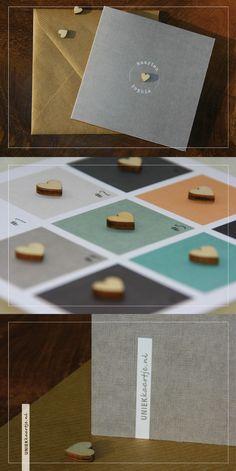 Trouwkaart   karakter door bijzondere papier met linnen textuur   hartje van echt hout   kraft karton envelop   deze strakke moderne trouwkaart is gloednieuw   kies zelf de achtergrondkleur en / of het lettertype, zonder extra kosten   Studio Altena