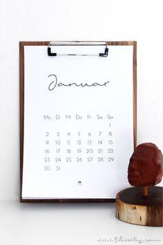 Für mehr Plan: Minimalistischer Kalender für 2017. Mit der kostenlosen Druckvorlage habt ihr ein stylisches Highlight für euer Büro. #printable #calendar #minimalistisch #2017 Kids Calendar, Calendar Pages, 2021 Calendar, Diy Calender, Calander, Monthly Planner Printable, Printable Calendar Template, Free Printables, Kalender Design
