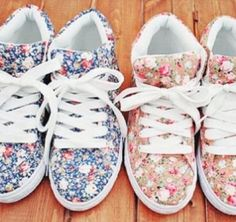 Wonderful Diy Ideas: Fashion Shoes Girl shoes for girls on jeans.Shoes 2018 Spring gucci shoes for boys. Floral Sneakers, Cute Sneakers, Girls Sneakers, Cute Shoes, Me Too Shoes, High Top Sneakers, Pretty Shoes, Floral Trainers, Shoes Sneakers