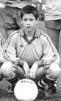 Young Colin Farrel as young Dex