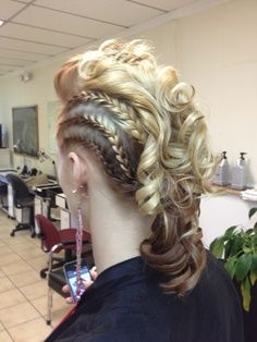 Braids make hair grow. So we think it's thanks to the braids! Spring Hairstyles, Box Braids Hairstyles, Pretty Hairstyles, Wedding Hairstyles, Curly Hair Styles, Natural Hair Styles, Mohawk Braid, Girl Mohawk, Braids Cornrows