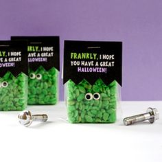 Need last minute Halloween treats? Here's a free printable to craft up a quick and easy Frankenstein. AMAZING!!!