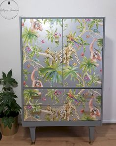 We love the versatility of wallpaper! Using Wallpaper to decoupage your pieces of furniture is a great alternative for that DIY project! Unique Wallpaper, Perfect Wallpaper, Custom Wallpaper, Of Wallpaper, Designer Wallpaper, Wallpaper Designs, Leopard Wallpaper, Decoupage Furniture, Diy Fan
