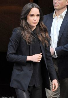 http://news-all-the-time.com/2014/05/06/black-clad-ellen-page-dons-leather-trousers-for-appearance-on-late-night-with-seth-meyers/ - Black-clad Ellen Page dons leather trousers for appearance on Late Night with Seth Meyers  - By Cassie Carpenter  Now that director Bryan Singer is embroiled in two teen sexual assault lawsuits, someone still has to go out and promote X-Men: Days of Future Past. A black-clad Ellen Page donned roomy leather trousers to tape an appearance on Tuesd