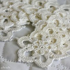 Set of 10 crochet flower appliques. White. от yolkaigolka, $20.00