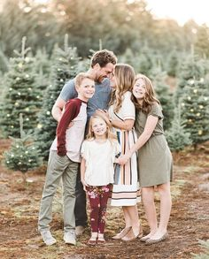 Love this tree farm session by Have you had your family photos taken or were you holding off for the holiday… Family Tree Photo, Family Picture Poses, Family Picture Outfits, Family Photo Sessions, Family Photo Colors, Mini Sessions, Family Portrait Outfits, Family Portrait Poses, Family Posing