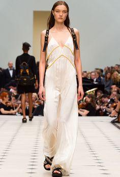 Les robes de mariée tendance 90's Nineties lingerie http://www.vogue.fr/mariage/tendances/diaporama/les-robes-de-marie-tendance-90s-nineties/23546#les-robes-de-marie-tendance-90s-nineties-10