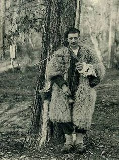 Spinning shepherd, Berger Landes--doesnt he look like gomez from the addams family?