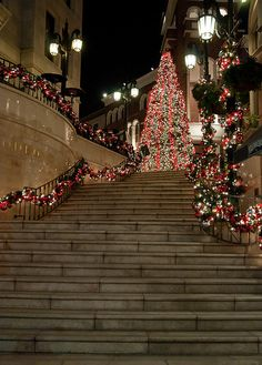 Christmas in Beverly Hills - (ummmm... could this be the entrance to my new home.) :):):)