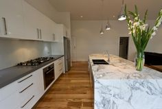 Not the ugly marble island, but the 'tornado' benchtop colour Mint Kitchen, Gray And White Kitchen, Kitchen Island Bench, Kitchen Dining, Kitchen Butlers Pantry, Kitchen Benchtops, Open Plan Living, Marble Island, Interior Design Kitchen