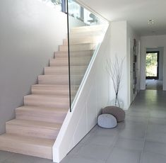 Glass bannister and minimalist under stair storage Staircase Storage, Stair Storage, Staircase Design, Basement Stairs, House Stairs, Attic Stairs, Interior Design Examples, Home Interior Design, Glass Stairs