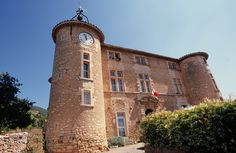 Rustrel - Castle - Luberon - Provence - http://www.provenceguide.co.uk/home/vaucluse-in-provence/what-to-do-and-see/culture-and-architecture/major-sites-and-monuments/foliot/1.aspx