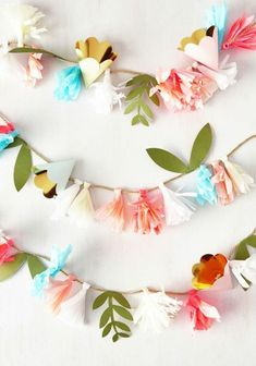 Cultivated and Comfortable Leather Flat Cultivate Cuteness Garland. You may not have grown the pretty paper flowers on this garland yourself, but you still deserve credit for the charming choice to decorate with em! Diy Paper, Paper Crafts, Felt Crafts, Pot Mason Diy, Pom Pom Garland, Diy Décoration, Easy Diy, Paper Decorations, Wedding Decorations