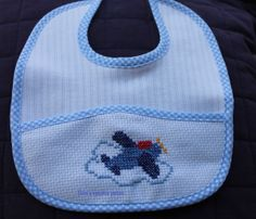 bavetta aereo Cross Stitch Baby, Craft Organization, Cross Stitching, Diy And Crafts, Baby Shoes, Sewing, Baby Ideas, Train, Baby Things