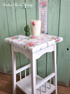 Shabby-Roses-Cottage Table make over. Decoupage Furniture, Shabby Chic Furniture, Kids Furniture, Painted Furniture, Decoupage Ideas, Shabby Chic Crafts, Shabby Chic Decor, Vintage Crafts, Manualidades Shabby Chic