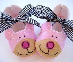 Oso botitas de bebé patrón de costura de por preciouspatterns
