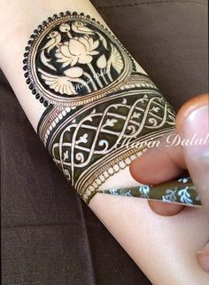 For this type of Exclusive Bridal mehndi art Contact bridal mehndi artist - Jyoti Chheda - Available Worldwide for Bridal Mehndi & Classes Modern Mehndi Designs, Dulhan Mehndi Designs, Wedding Mehndi Designs, Mehndi Design Pictures, Beautiful Henna Designs, Mehndi Images, Mehndi Tattoo, Henna Tattoo Designs, Henna Mehndi