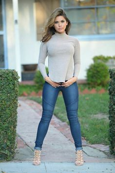 Off The Beaten Path Jeans - Dark in 2019 Fotos Fashion, Sexy woman in jeans and heels - Woman Jeans Outfit Jeans, Light Jeans Outfit, Denim Outfit For Women, Clothes For Women, Sexy Outfits, Girl Outfits, Casual Outfits, Fashion Outfits, Fashion Trends