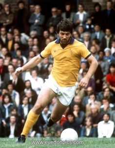 Buy Prints of Bob Latchford from Everton ePhoto with fast & safe delivery. The Latch in Action Football Music, Retro Football, Football Jerseys, Action Images, Goodison Park, Everton Fc, Football Pictures, Professional Football, Liverpool